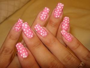 unghie decorate pois